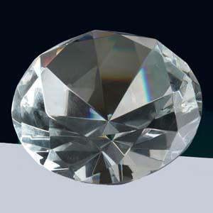 crystallium - Cristal Personalizado com gravação a laser interna tridimensional. Modelo: Diamante.