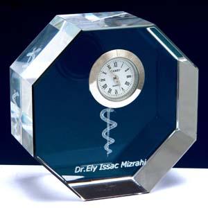 Crystallium - Cristal Personalizado com gravação a laser interna tridimensional. Modelo: Relógio.