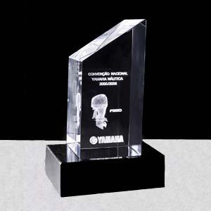 crystallium - Cristal Personalizado com gravação a laser interna tridimensional. Modelo: Troféu. A base de granito é opcional.