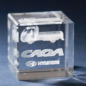 Cristal Personalizado com gravação a laser interna tridimensional. Modelo: Cubo. - Crystallium