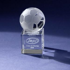 Cristal Personalizado com gravação a laser interna tridimensional. Modelo: Bola de futebol. - Crystallium