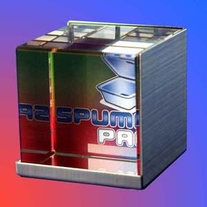 Cubo Personalizado em cristal com suporte de inox. Modelo: Cubo de cristal com suporte de inox. - Crystallium