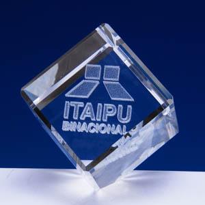 crystallium - Cristal Personalizado com gravação a laser interna tridimensional. Modelo: Cubo bizotado.