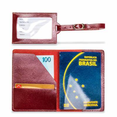 Porta passaporte mais tag em couro sem forro, com ótimo preço, produto para divulgar a sua marca e deixar os seus cliente felizes - Artlux Brindes de  Couro
