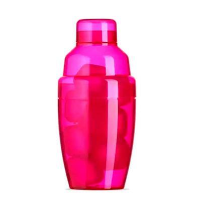 imagine-pack-brindes - Coqueteleira com gelo ecológico. Capacidade: 230 ml. Possui tampa de encaixe com peneira. Acompanha 8 gelos ecológicos coloridos.