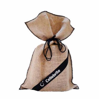 imagine-pack-brindes - Saco de juta com personalização na fita de cetim. Quantidade mínima: 300 peças