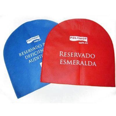 Capa para cadeira em TNT com logo, produto artesanal. Costuradas. Várias cores de tecido. Impressão em uma cor. Medida: 40 X 40 - Imagine Pack Brindes