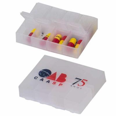 Porta comprimidos plástico, com 8 cavidades, tamanho 7,5 x 5,5 x 1,5 cm