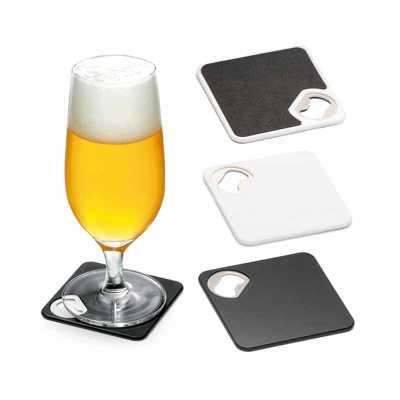 lamarca-brindes - Porta copos. ABS. Com abridor de garrafas. Esponja antiderrapante na base. 82 x 82 x 4 mm, 01 gravação