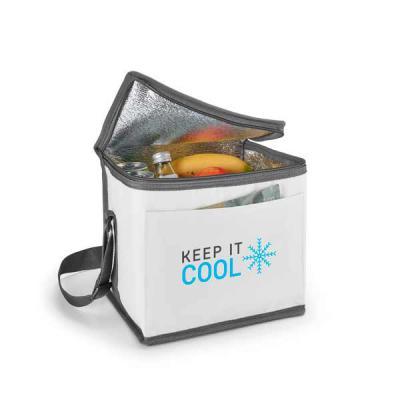 lamarca-brindes - Bolsa térmica. 600D. Com alça ajustável em webbing e bolso frontal. Food grade. 240 x 220 x 170 mm, 01 cor de gravação.