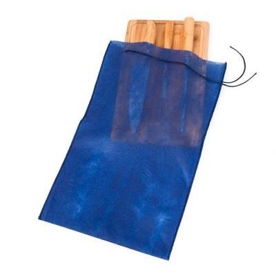 Embalagem TNT para kit churrasco, acompanha cordão de nylon. 01 cor de gravação.