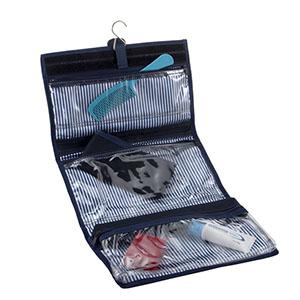 opcao-promocional - com 3 bolsos em PVC cristal com fundo em setin, acabamento em sintético, com fechamento em velcro e gancho, com gravação em silk ou bordado.