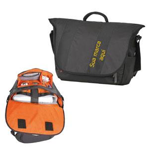 """Curtlo - Bolsa grande personalizada. Tem diversos bolsos e compartimento interno acolchoado para notebook de até 15.4""""."""