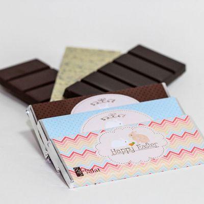 Vila Chocolat - Barra grande de chocolate maciço, embalado em papel chumbo prata e revestido com papel personalizado. Medidas aproximadas: 11,5 x 5 cm Peso aproximado...