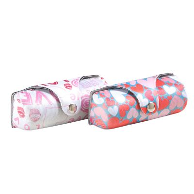 rampazzo-brindes-especiais - Porta batom termo moldado com revestimento, fechamento com botão de pressão e gravação personalizável.