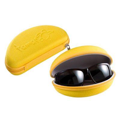 Porta óculos soft com fechamento em zíper.