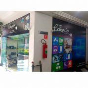 Adesivação de ambientes, vitrines e paredes - Serviço para personalização de fachadas, ambientes e lojas.