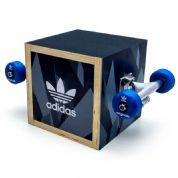 Display personalizado para Adidas, feito em compensado, PETG e com impressão digital. Desenvolva o s...