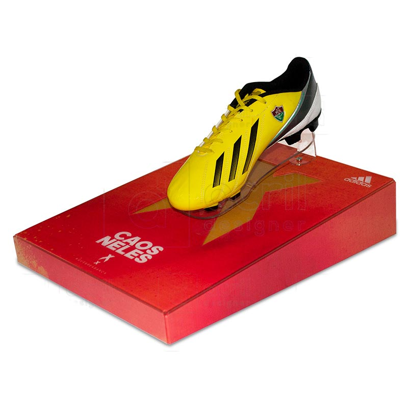 Display expositor para chuteira, desenvolvido exclusivamente para Adidas, feito em acrílico cristal...
