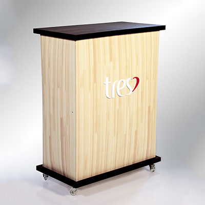 Balcão. Tampo feito em madeira, corpo de polipropileno
