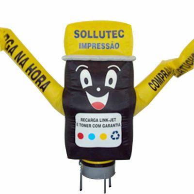 Boneco inflável com formato e logotipo personalizado.