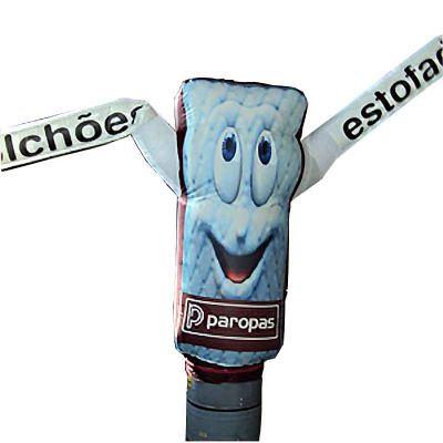 Boneco inflável com formato personalizado e logotipo digital.