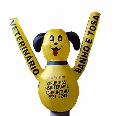 Boneco inflável com logotipo personalizado.