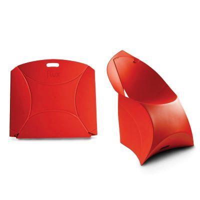 Cadeira dobrável, premiada na Europa varias vezes, de polipropileno injetado com 5 opções de cores. Reduz 97 % de volume quando está dobrada e permite uma grande economia de espaço no transporte e no armazenamento.Personalização com impressão ou adesivo.