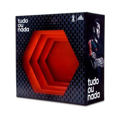 Display desenvolvido exclusivamente para Adidas, feito em acrílico, com impressão digital, corte a l...