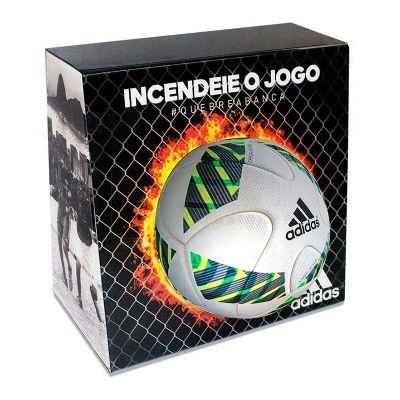 Display expositor para bola, desenvolvido exclusivamente para Adidas, feito em acrílico cristal, co...