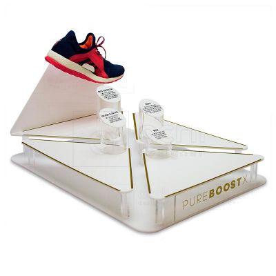 Display de mesa, desenvolvido exclusivamente para Adidas, feito em acrílico, com impressão digital...