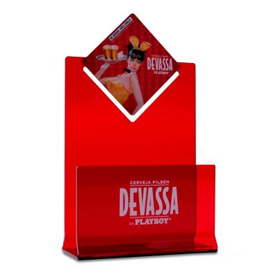 Porta guardanapos desenvolvido exclusivamente para Devassa, feito em acrílico vermelho, com impressão digital, corte a laser e dobra.  Desenvolva o se...