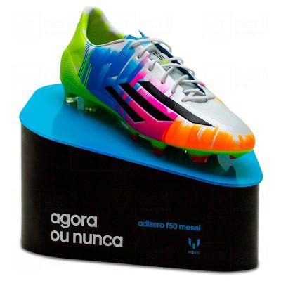 Display desenvolvido exclusivamente para Adidas, feito em acrílico preto e azul, com impressão dig...