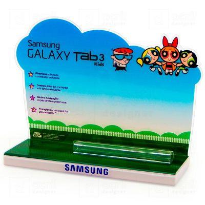 Display exclusivo Samsung, feito em acrílico, com impressão digital, corte a laser, dobra e colagem especial. Desenvolva o seu projeto com a gente.