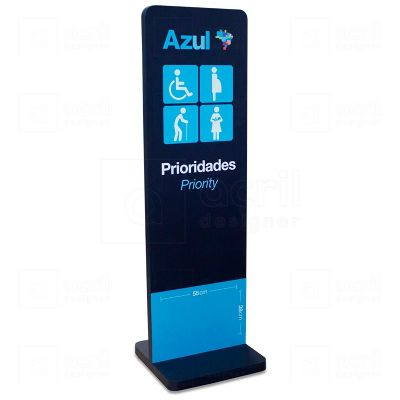 Totem de comunicação Voe Azul Linhas Aéreas para aeroportos, feito em MDF e PETG, com impressão digi...