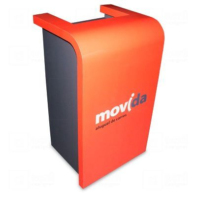 Balcão para atendimento Movida, feito em MDF e PETG, com impressão digital, contém gaveta e nichos....