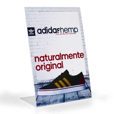 Display de balcão para promover a campanha adidas hemp, feito em acrílico branco, com impressão d...