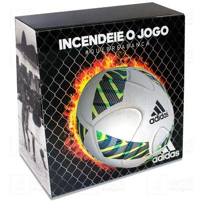 Display expositor para bola, desenvolvido exclusivamente para Adidas, feito em acr�lico cristal, com impress�o digital e dobra. Desenvolva o seu proje...
